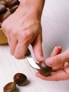 Przygotowanie kasztanów do pieczenia