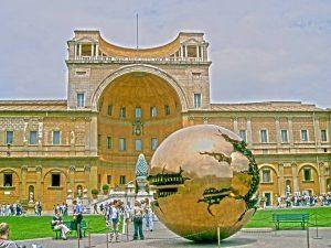Muzea Watykańskie, Dziedziniec Pinii