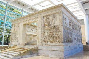 Rzym - Ara Pacis - strona północna ołtarza