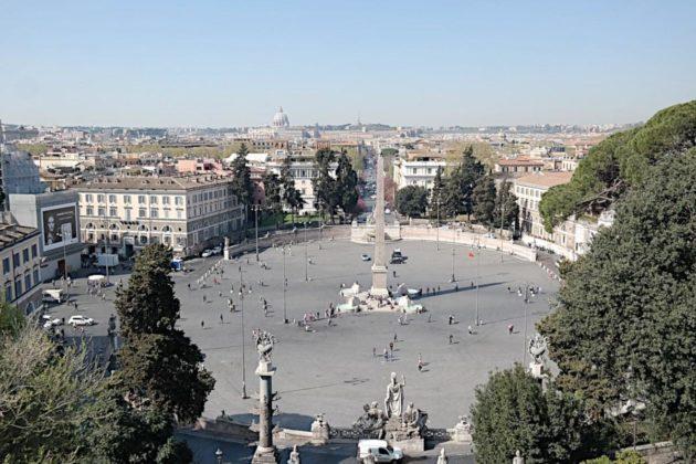 Plac Del Popolo w Rzymie- panorama ze wzgórza Pincio