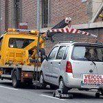 Rzym... usuwanie źle zaparkowanego pojazdu