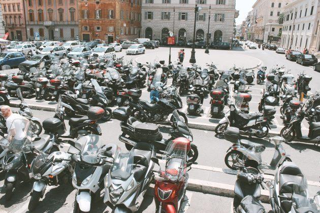 Rzym - parking na ulicy